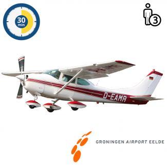 Proefles | Vliegles | Rondvlucht Cessna 182 Skylane Groningen Airport Eelde (30 minuten)